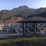 福岡市営西部霊園にて。現地での施工事例の見学は、石種のご検討にとても役立つと思います。