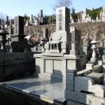 福岡市立三日月山霊園にて6平方メートルのお墓が完成。予算を抑えて、質の良い石でのご要望、インド産アーバングレー御影石