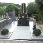 平尾霊園にて10平方メートルの和型墓石が完成しました。南アフリカラステンバーグ黒御影+中国688御影