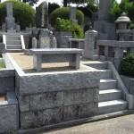 お墓の改修工事。墓石クリーニング・金箔入れ・雑草対策などを平尾霊園で行いました。