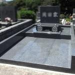 平尾霊園にてシンプルで素敵な洋風横型墓石が完成。中国産654グレー御影