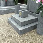 お墓の雑草対策、文字の色入れ、墓誌新設が完成しました。平尾霊園にて