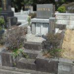 平尾霊園にてお墓正面文字の彫刻変更を行いました。家名から「和」一文字へ。
