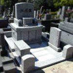 平尾霊園にて、柔らかな印象のシンプルな洋型のお墓が完成しました。