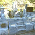 平尾霊園にて、お墓の外壁の修理と文字の色入れ直し、植木の撤去、納骨室の清掃をさせていただきました。すべて山口県産徳山石で作られたお墓