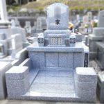 宗像市のルンビニー墓苑で、中国産G688白御影で、和洋折衷の洋縦型のすてきなお墓を建てさせていただきました