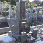 平尾霊園にて、棹石をカットして彫刻し直して神道式のお墓へ変更。土間部分の沈下も直し、安心してお参りできるお墓へ