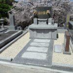 福岡市営平尾霊園にて、墓石本体を再活用し、フラットで地上納骨型のお墓へ建替えリフォーム工事を行いました。
