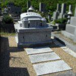 既存の外柵を活かした、個性が光るデザインのお墓が完成。地上式納骨室と透水性土間舗装、大野城市牛頸の福岡中央霊園にて