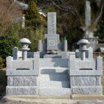 宗像市多禮の地域墓地にて、山口県産徳山石のお墓の納骨室内の清掃や蓋石の作り直し、クリーニングなど。熊本県にお住まいのお客様