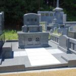 平尾霊園29区に、インド産アーバングレーのオリジナル洋型墓石を建立。スッキリとして実用的な、現代風のお墓